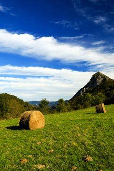 Montsegur on Hay by Lilian Valerio on 500px