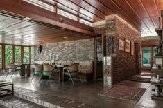 Sondern-Adler House by Frank Lloyd Wright in Kansas City, Missouri Frank Lloyd Wright Style, Frank Lloyd Wright Buildings, Kansas City, Usonian House, Vintage House Plans, Vintage Houses, Brick Flooring, Dream House Plans, House Layouts