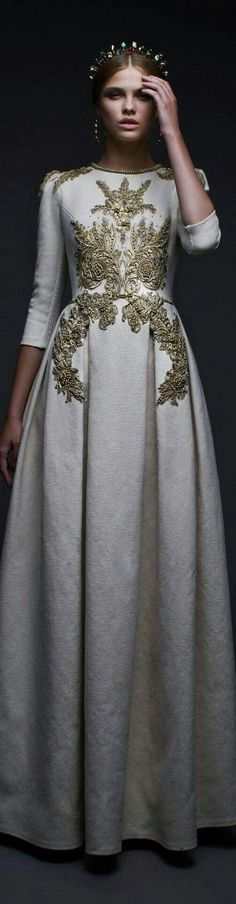 Chapter 8 (1) - Eleanor's coronation dress