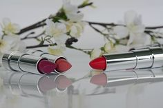 Girls, Coba 6 Tips Ini Buat Pilih Lipstik Shade yang Cocok Untukmu! Lipstick Brands, Red Lipsticks, Matte Lipstick, Beauty Tips For Skin, Beauty Make Up, Lead Free Lipstick, Diy Beauty Hacks, Armani Makeup, National Lipstick Day