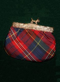 Vintage tarta -coin purse with adorable Scotty dog clasp.