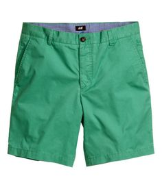 Shorts in cotton twill with a button fly, side pockets, and welt back  pockets with button.