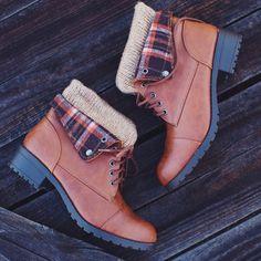 Nebraska Plaid Boots - Tan