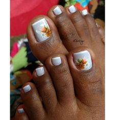 30 Fotos de Unhas dos pés decoradas com flores Toe Nail Art, Toe Nails, Tic Tac, Alice, Beautiful, Nail Art Flowers, Flower Nails, Feet Nails, Jewel Nails