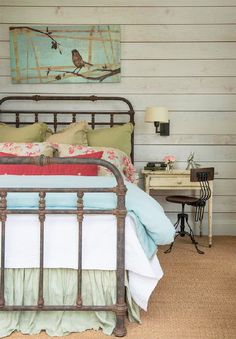 Here I go again with the iron bed frame. I really don't like the bird paiting over the bed, but this is really the only way I would do carpet.