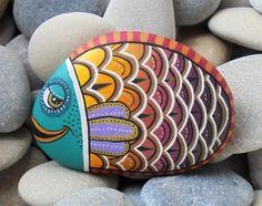 Pesce pietra colorata dipinta È dipinto con di RockArtAttack