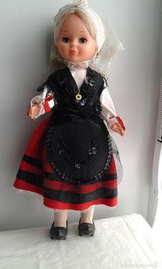 NANCY DE FAMOSA CON TRAJE REGIONAL ASTURIANA (Juguetes - Muñeca española Moderna - Nancy y Lucas) American Girl, Regional, Nancy Doll, Old Dolls, Baby Dolls, Harajuku, Diy And Crafts, Miss Piggy, Costumes