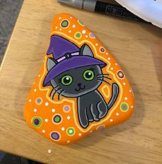Rock Painting Patterns, Rock Painting Ideas Easy, Rock Painting Designs, Halloween Rocks, Halloween Crafts, Rock Around The Clock, Happy Rock, Painted Rocks Kids, Rock And Pebbles