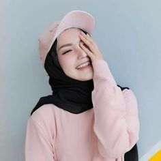 Pin Image by Crazy Laughes Casual Hijab Outfit, Hijab Chic, Ootd Hijab, Beautiful Muslim Women, Beautiful Hijab, Black Hijab, Modele Hijab, Hijab Trends, Hijab Fashionista