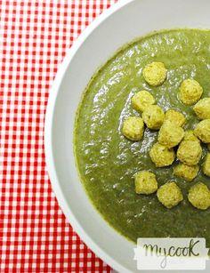 Crema de acelgas con manzana roja - http://www.mycookrecetas.com/crema-de-acelgas-con-manzana-roja/