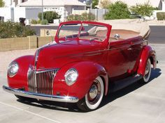 Pinned by http://FlanaganMotors.com.  1939 Ford Deluxe Convertible Coupe.  I want one!