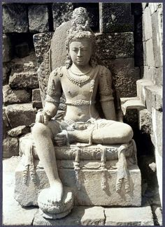 Plaosan Lor Statue of a bodhisattwa in the cella of the southern main Asian Sculptures, Indonesian Art, 5 Elements, Borobudur, Stone Statues, Javanese, Ancient Architecture, Southeast Asia, Buddhism