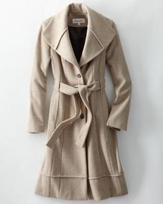 This coat reminds me of the other one worn by Kate...It is so cute!  Too bad it is $460!