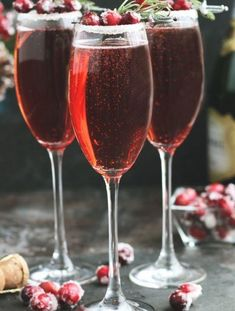 These Cranberry Mimosas with orange liqueur, champagne and cranberry juice are perfect for holiday entertaining. A sugared rim with rosemary and sugared cranberries makes this cocktail colorful and festive. Winter Cocktails, Fun Cocktails, Fun Drinks, Cocktail Recipes, Alcoholic Drinks, Beverages, Cranberry Mimosa, Cranberry Juice, Fresh Strawberry Pie