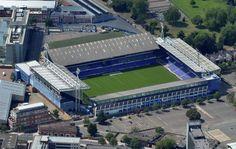 Portman Road es un estadio de fútbol en Ipswich, Suffolk, Inglaterra. Ha sido el estadio del Ipswich Town Football Club desde 1884. Capacidad 30,311 espectadores