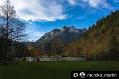 Tip na výlet... krásne prostredie ktoré treba navštíviť  #praveslovenske od  @murcko_martin  #slovensko #slovakia #pieniny #cervenyklastor #trikoruny #dunajec #castle #history #nature #hills #rocks #trees #forest #bluesky #clouds #landscape #trip #adventure