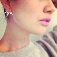 O my those earrings are fantastic! Needs!