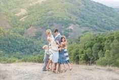 family pictures, what to wear for family pictures, family picture ideas, family of 6 photo ideas, family of 6 poses, beyond the wanderlust, Inspirational Photography blog, Kent Avenue Photography
