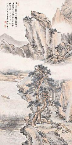 """冯超然 《雨余观瀑》 】纸本设色,131×65 cm,1942年作。 全景构图,远山壁立千仞,峭拔嶙峋,横贯画面的云霭缭绕其间。近岸处坡石林立,草木丛生,两株松树虬曲拔起,相伴而生。山涧清瀑倒悬,气象清明,有一股雨后的透彻舒爽。江面一人操孤棹泊于绝壁下,暗合""""只许幽人隔岸看""""诗意。"""