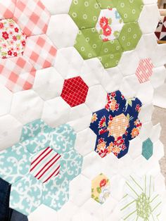Hexagon Quilt Pattern, Hexagon Patchwork, Quilt Patterns, Easy Sewing Projects, Projects To Try, English Paper Piecing, Quilting Tutorials, Machine Quilting, Some Pictures