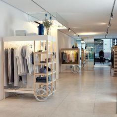 Jacob Brinck desenvolveu muito bem o conceito de pureza estética. O interior é o palco: a síntese perfeita para o estilo minimalista e purista. Coloca diante dos apreciadores a evidência de misturas, o incomum sendo o especial usual e as peças artesanais mostram seus acabamentos contrastantes.