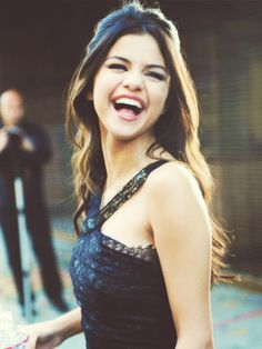 60 Remarkable Selena Gomez Hair You Can Mimic - NiceStyles Selena Gomez Fashion, Selena Gomez Fotos, Selena Gomez Style, Selena Gomez Who Says, Selena Gomz, Perfect People, Pretty People, Beautiful People, Beautiful Smile
