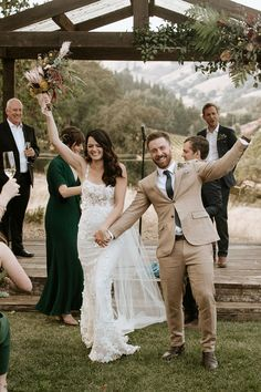 This couple owned minimal yet elegant style for their aussie-inspired celebration | Image by Paige Nelson Wedding Ceremony Seating, Wedding Ceremony Backdrop, Celebration Images, California Wedding, Wedding Blog, Wedding Inspiration, Wedding Photography, Wedding Photos, Wedding Pictures