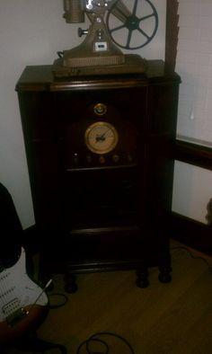 Antique Radio converted into Guitar Amp