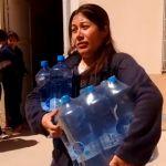 San Juan: Reparten bidones de agua por la contaminación de Barrick