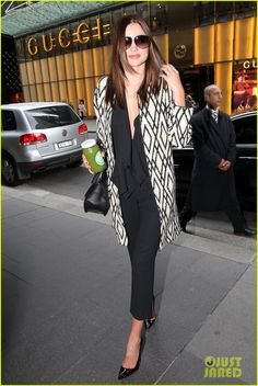 Miranda Kerr's outfit such a great work look for fall.