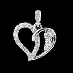 Que tal presentear quem você ama com este pingente de coração em prata, todinho trabalhado com Zircônia? Luxo!  https://www.pratafina.com.br/prod/pingente-coracao-trabalhado-c-zirconia-23605/
