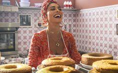 Aprenda a receita de bolo que Dulce (Fernanda Montenegro) fez com Maria da Paz (Juliana Paes) no primeiro capítulo de A Dona do Pedaço. Fernanda Montenegro, Food And Drink, Cooking Recipes, Sweets, Banana, Desserts, Bolo Chiffon, Colonial, Marble Cake