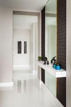 Contemporary apartment designed by KIS Interior Design situated in Miami, Florida, United States. Hallway Designs, Foyer Design, Entrance Design, Home Room Design, House Design, Apartment Color Schemes, Apartment Design, Apartment Entrance, Contemporary Apartment
