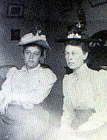 Camille et Florence Jeans, 1886 - D.R.