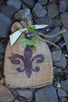 Pick Your Plum jute bags.  So classy!