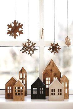 Деревянный новогодний декор в интерьере дома