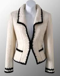 I could go black with my pink fabric trim!CHANEL Ivory Contrast Trimmed Boucle Jacket : I could go black with my pink fabric trim! Chanel Outfit, Chanel Fashion, Chanel Style Jacket, Chanel Jacket Trims, Mode Chanel, Chanel Chanel, Boucle Jacket, Chanel Couture, Chanel Runway