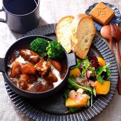画像に含まれている可能性があるもの:1人、食べ物 Wine Recipes, Asian Recipes, Great Recipes, Healthy Recipes, Cooking Recipes, Lunches And Dinners, Meals, Western Food, Xmas Food