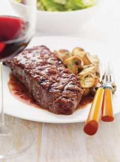 Rib Eye Steaks with Red Wine Sauce Recipes Ricardo Recipe, Smoke Grill, Wine Sauce, Steaks, Sauce Recipes, Red Wine, Fries, Grilling, Bbq