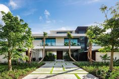 """Lifestyle Production Group on Instagram: """"New Tour de Force Modern architectural deepwater estate in The Sanctuary by Steigerbuilt, LLC and cutting-edge Miami-based…"""" Real Estate Ads, House Goals, Luxury Living, Luxury Real Estate, Luxury Lifestyle, Luxury Homes, Condo, Florida, Tours"""