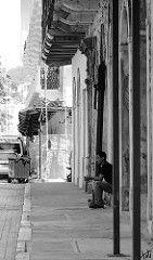 Panamá street (Jordi Arasanz) Tags: street people blackandwhite bw blancoynegro blackwhite nikon gente streetphotography bn streetphoto gent panamá blancinegre streetbw americadelsud d7000 streetphotobw