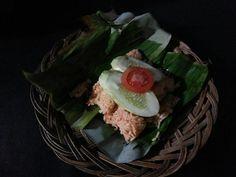 Nasi sumsum kebo. Nasi bakar dengan campuran sumsum kerbau ini merupakan salah satu makanan tradisional Banten.