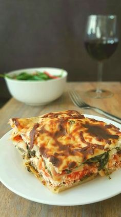 I love lasagna, I really do but sometimes I find that I want to cook for my family dishes that are meatless. Not in the sense that I would like us to have a vegetarian diet but to avoid meat instea… Mediterranean Lasagna, Mediterranean Recipes, Cypriot Food, Greek Dishes, Just Eat It, Spinach And Feta, Greek Recipes, Cooking Recipes, Cooking Tips