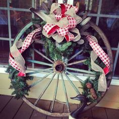Wagon wheel country Christmas decorations- looks like Ewalt ! Western Christmas, Christmas Porch, Christmas Holidays, Christmas Wreaths, Christmas Ideas, Holiday Ideas, Xmas, Primitive Christmas, Christmas Crafts