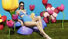 Знаменитый бельевой бренд La Perla опубликовал в Сети рекламную кампанию своей новой предосенней коллекции, главную роль в которой исполнила модель Кендалл Дженнер. Запечатлели съемку популярные фотографы Мерт Алас и Маркус Пигготт