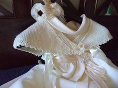 con lacitos y puntillas: chaquetita y toquilla ...y arreglo de vestido de 1ª comunión Baby Girl Crochet, Baby Cardigan, Knitted Shawls, Knit Crochet, Knitting, Diy, Accessories, Knits, Fashion
