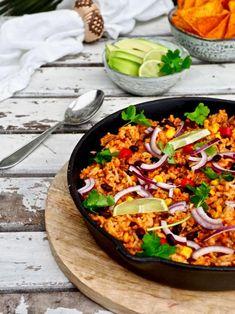 Nopeasti valmistuva, hyvin ruokaisa texmex-jauhelihapata on herkullista vaihtelua perus jauheliharuokiin. Valmistukseen ei mene kuin alle puoli tuntia ja maistuva ruoka on jo lautasella.#texmex #jauheliha #arkiruoka Tex Mex, Paella, Ethnic Recipes, Food, Meal, Eten, Meals