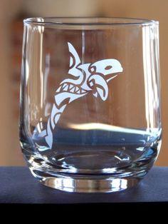 #stencil - Bicchiere decorato con orca in stile tattoo - @foodbookscrafts