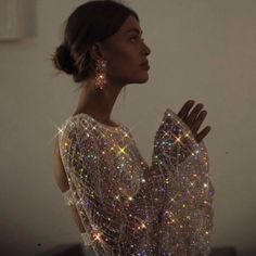 Shared by Find images and videos on We Heart It - the app to get lost in what you love. Glitter Pictures, Girly Pictures, Light Up Dresses, Glitter Photography, Icy Girl, Glitter Fashion, Glitter Art, Evening Attire, Be Your Own Kind Of Beautiful
