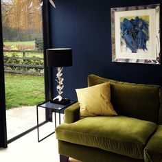 Colorful living room with dark blue walls and green armchair - Decoration For Home Colourful Living Room, Living Room Green, Living Room Decor, Living Walls, Living Rooms, Dark Blue Walls, Navy Walls, Dark Navy, Deep Blue
